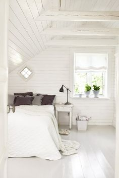 Red and blue bedroom as inspiration by amie Gray and white bedroom with brick wall White room.lovely bedroom A frame for photos. Serene Bedroom, Beautiful Bedrooms, Dream Bedroom, Bedroom Small, Calm Bedroom, Airy Bedroom, Summer Bedroom, Interior Exterior, Interior Design