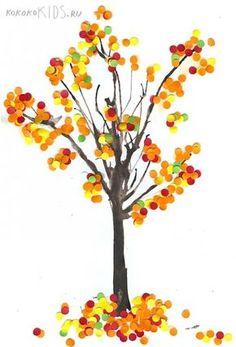 Herfst, boom versierd met confetti of stempelen met wattenstaafjes