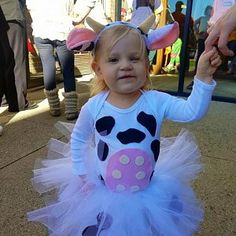 Amanda Sell ha añadido una foto de su compra Toddler Girl Halloween, Halloween Costumes With Tutus, Baby Costumes, Teen Boy Party, Cow Birthday, Halloween Disfraces, Babies, Holidays, Baby Girls