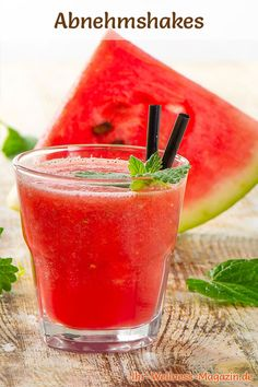 Abnehmshake mit Wassermelone – Smoothie & Eiweißshake zum selber machen – Keep up with the times. Protein Smoothies, Smoothie Proteine, Smoothie Recipes, Protein Desserts, Shake Recipes, Juice Recipes, High Fiber Fruits, Watermelon Smoothies, Protein Shakes