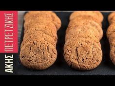 Cinnamon cookies by Greek chef Akis Petretzikis. A quick, easy recipe for crunchy cinnamon cookies that make a special treat for your family, friends or guests! Greek Desserts, Greek Recipes, Baby Food Recipes, Baking Recipes, Cookie Recipes, My Favorite Food, Favorite Recipes, Cinnamon Cookies, Greek Cooking