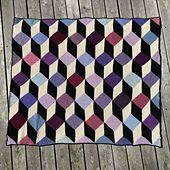 Dette tæppe er designet af min mor og strikket af os begge, stort set 'ud af hovedet'. Jeg har nedskrevet opskriften og taget billeder af arbejdsgangen.