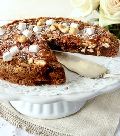 Rocky road kladdkaka Bagan, Rocky Road Recept, Rocky Road Brownies, Danish Dessert, Cookie Recipes, Dessert Recipes, Single Layer Cakes, Fudge, Cravings