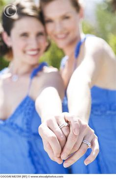 lesbian wedding photography - Cute ring pose