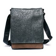 Men's leather bag by BrandiaManufacture #leather #handmade #bag #ipad #messenger #mens #fashion #craft #etsy #gift #unique