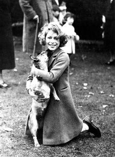 """historium: """"Queen Elizabeth II and her Corgi, 1936 """" Queen Elizabeth Corgi, History Of Queen Elizabeth, Pictures Of Queen Elizabeth, Young Queen Elizabeth, Prinz Philip, British Royal Families, Royal Queen, Isabel Ii, Queen Victoria"""
