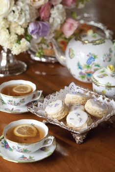 Five Favorite Scone Recipes – Victoria Magazine Pass around gleaming silver trays of dainty Lavender Cream Scones, tea sandwiches, herb-strewn savories, and flower-bedecked sweets—all worthy of a queen. Click the link to read our favorite scone recipes! Tea Sandwiches, Tea Sandwich Recipes, English Afternoon Tea, English Tea Time, Afternoon Tea Scones, English Roses, Café Chocolate, Petit Cake, Afternoon Tea Parties