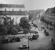 Колонна 152-мм советских гаубиц МЛ-20 в Таллинне. Фотография сделана в сентябре 1944 года на перекрестке бульвара Каарли и Пярнуского шоссе.