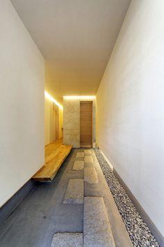 Modern Japanese Interior, Japanese Modern House, Japanese Home Design, Traditional Japanese House, Entrance Foyer, Entrance Design, House Entrance, House Front, My House