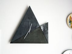 Geometric clock by LABORATORIO TAC