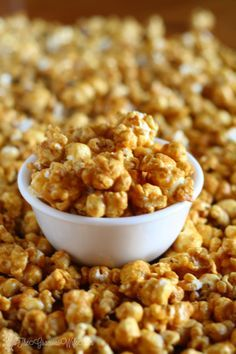 Baked Caramel Corn Easy Homemade Caramel Corn Recipe - a delicious sweet snack. Great for kids or even for a party! From Easy Homemade Caramel Corn Recipe - a delicious sweet snack. Great for kids or even for a party! Caramel Corn Recipes, Popcorn Recipes, Fall Recipes, Dog Food Recipes, Snack Recipes, Dessert Recipes, Cooking Recipes, Popcorn Snacks, Appetizer Recipes