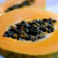 Papaya is the fruit of the angels. Papaya is a fruit in which Vitamin C is abundant. And it is contained many beneficial properties for health. A list of some of the best benefits of papaya is given next. Get Healthy, Healthy Snacks, Healthy Recipes, Healthy Seeds, Healthy Skin, Diet Recipes, Papaya Face Pack, Papaya Soap, Health Products