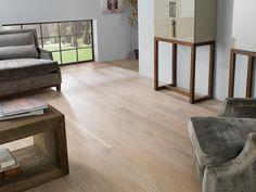 Es difícil encontrar a nuestro alrededor un material que pueda igualar en calidez a los suelos de madera natural, un material noble, de gran belleza y capacidad para decorar espacios.