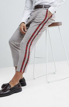 On my wish list : asos tapered smart trousers in check with tartan side stripes from asos Trendy Mens Fashion, Mens Fashion Suits, Trousers Fashion, Fashion Mode, Fashion Outfits, Casual Outfits, Fashion Trends, Nigerian Men Fashion, Look Con Short