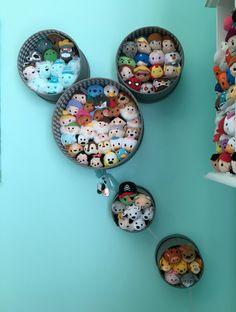 Mickey Balloon Tsum Tsum display made from hat boxes! Deco Disney, Disney Theme, Disney Fun, Tsum Tsum Party, Disney Tsum Tsum, Disney Diy Crafts, Disney Home Decor, Tsum Tsum Display Ideas, Casa Disney
