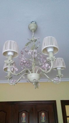 Cute flower lamp to add some color to my room. Love the little pink flowers on the top