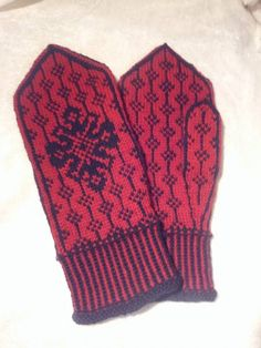 Ravelry: Project Gallery for Brosja Vott pattern by Lill C. Knit Mittens, Mitten Gloves, Ravelry, Men Sweater, Knitting, Creative, Pattern, Sweaters, Projects
