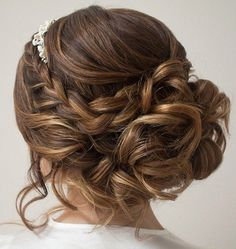 Drop-Dead Gorgeous Wedding Hairstyles, Peinados, These oh so pretty wedding hairstyles might make your heart beat really fast, see the entire gallery below and happy pinning! Wedding Hair And Makeup, Wedding Updo, Hair Makeup, Messy Bun Wedding, Quinceanera Hairstyles, Homecoming Hairstyles, Hair Styles For Quinceanera, Quinceanera Ideas, Fancy Hairstyles