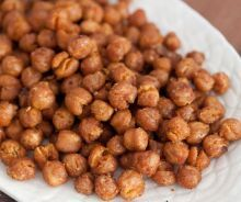 Spicy Roasted Chickpeas from What's Gaby Cooking Vegetarian Recipes, Cooking Recipes, Healthy Recipes, Healthy Snacks, Healthy Eating, Protein Snacks, High Protein, Whats Gaby Cooking, Thanksgiving Recipes