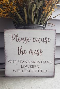 Fantastic DIY projects are offered on our web pages. Take a look and you wont be sorry you did. Mason Jar Crafts, Mason Jar Diy, Wood Projects, Projects To Try, Craft Projects, Diy Pinterest, Distressed Wood Signs, Diy Wood Signs, Wood Signs Sayings