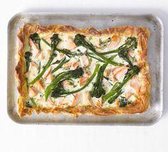 Easy recipe for broccoli & salmon tart Savory Pastry, Savory Tart, Savoury Pies, Broccoli Recipes, Fish Recipes, Bbc Good Food Recipes, Healthy Recipes, Healthy Food, Vegetarian Pie