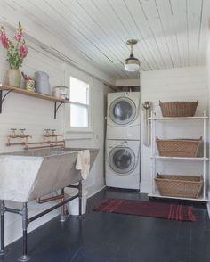 Modern Farmhouse Laundry Room Ideas (33)