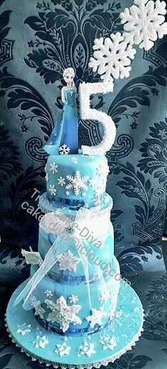 #art #bakingqueen #disney #disneyprincess #birthday #fondant #cakequeen #cake #trinicakediva #trinidad #trini #frozen #olaf #princessanna #snowflake