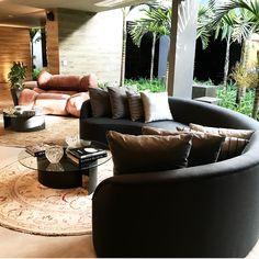 Sofa curvo, tendência, casa cor, interior, design, mesa Arcos, ricardo Fasanello, integrado, luxury, cinza, neutro