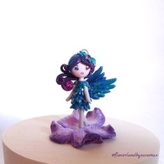*sold*Finally I'm showing her! 🎉 This tiny hummingbird fairy has been inspired by the super talented @fly_fenix 's embroidered hummingbirds (with her kindly permission). I love the shades she uses and I'm in love with her way to use beads and crystals. 💙 I've made this girl with a lot of love, I think she cannot be as stunning as Julia's works, but I really like her and maybe I'll replicate the hummingbird fairies in other colors!🌺 I think that the teal/blue/purple matching is perfect for…