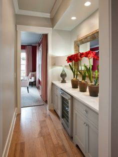 Located between the kitchen and dining room,the butler's pantry offers additional storage and a wine chiller for easy entertaining-->  http://hg.tv/v8ga