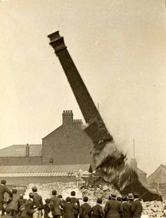 Mill_Chimney,_Blackburn,_UK.jpg (640×842)