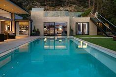 déco moderne de jardin avec piscine