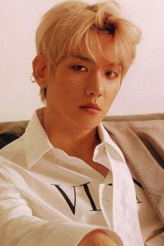 Baekhyun for Lined Magazine exo Baekhyun, Park Chanyeol, Bts And Exo, Exo K, Chanbaek, K Pop, Tao, Exo Lockscreen, Kim Minseok