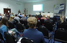 Mais de 80 pessoas – dentre elas secretários e técnicos municipais – participaram nesta quarta-feira (4) do Seminário Planos Municipais de Saneamento Básico (PMSBs), no auditório da Associação dos Municípios do Médio Vale do Itajaí (Ammvi), em Blumenau. Na ocasião, os participantes receberam esclarecimentos acerca da compatibilização do PMSB com os planos setoriais. Promovido pela ...