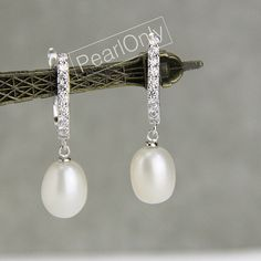 Hey, I found this really awesome Etsy listing at https://www.etsy.com/listing/213825144/pearl-clip-earringsrhinestone-clip