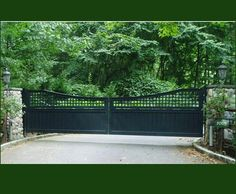 Equipped with a steel frame to prevent sagging and pillars with steel cores and automatic door openers, this unusually wide Walpole gate has a horizontal/vertical lattice curved topper and Universal board bottom panel.