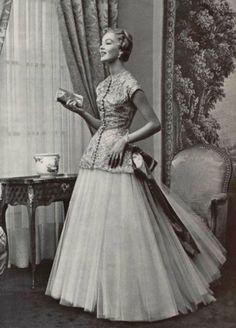 1955 Jacques Griffe.Dentelle rayonne nylon et métal doré de marescot associée à du tulle de nylon blanc de dognin