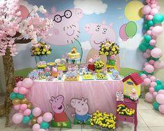 Esplêndida festa no tema Peppa Pig! Fiestas Peppa Pig, Cumple Peppa Pig, Pig Birthday, 4th Birthday Parties, Balloon Decorations Party, Birthday Party Decorations, Peppa E George, Peppa Pig Balloons, Kids Party Themes