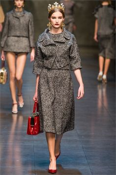 Dolce & Gabbana photos and comments to learn about the collection, the outfits and accessories of Dolce & Gabbana presented for Fall ...