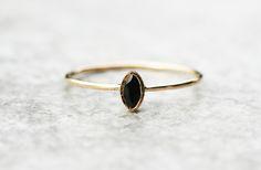 Ciemno+niebieski++szafir-+pierścionek+złoty++w+Arpelc+Biżuteria+Ze+Złota+i+Platyny+na+DaWanda.com