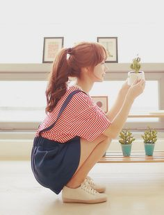 """awesome """"and love makes little things grow"""" (reminds me of this song…odd) CONTINUE READING Shared by: Cristiter Human Poses Reference, Pose Reference Photo, Ulzzang Fashion, Asian Fashion, Ulzzang Style, Looks Kawaii, Poses References, Body Poses, Girl Inspiration"""