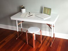 DIY Network shows you how to transform a boring and blah plastic folding table into a chic desk on the cheap. With a quick coat of paint, it's a cinch to turn a boring and blah plastic folding table into a chic, minimalist desk. Patio Furniture Makeover, Metal Patio Furniture, Desk Makeover, Home Furniture, Furniture Design, Folding Table Diy, Folding Desk, Diy Table, Table Desk