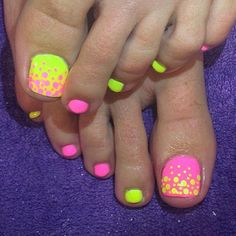 Bubble themed toenail art design. You can use neon pink and neon colors for this design. Alternate both colors as base and us the pink polish as the bubble effect for the yellow base and vice versa.