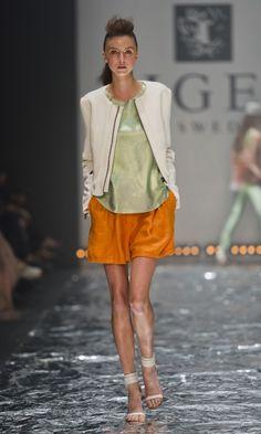 Soepele shorts met top en jasje, casual, met iets langere rok ook zakelijk