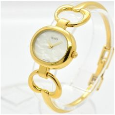 Pre-owned Gucci 1600 Gold Plated Shell White Dial 25.5mm Womens Watch ($176) ❤ liked on Polyvore featuring jewelry, watches, i love jewelry, dial watches, holiday watches, pre owned fine jewelry and pre owned watches