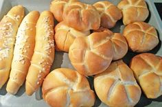 Kaisersemmeln - Rezept | GuteKueche.at Hot Dogs, Hot Dog Buns, Bread Bun, Bread Rolls, Croissant, Hot Dog Recipes, Pizza, Party Snacks, Different Recipes