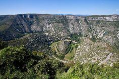 Le cirque de Navacelles | 41 destinations qui vous feront redécouvrir la beauté de la France Languedoc Roussillon, Destinations, Pyrenees, Wonderful Places, Grand Canyon, City Photo, Places To Visit, Mountains, Travel