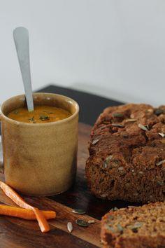 Do it. With love.    Soep van geroosterde wortelen, ui en tijm. Met homemade brood van spelt en bokbier.
