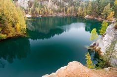 beautiful-autumn-lake-in-adrspach-czech-republic