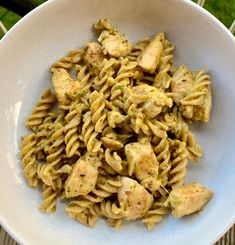 """Amy on Instagram: """"Creamy cheesy chicken pesto pasta! 🍝 •492 calories •53g protein •wholewheat fussili •chicken breast •reduced fat pesto •reduced fat…"""" Pesto Chicken, Pesto Pasta, Cheesy Chicken, Pasta Salad, Healthy High Protein Meals, High Protein Recipes, Protein Foods, Amy, Lose Weight"""